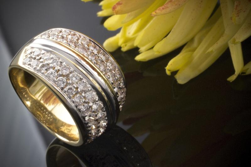 beeindruckender bicolor brillantring ring mit vsi brillanten 750er gold 18 karat. Black Bedroom Furniture Sets. Home Design Ideas