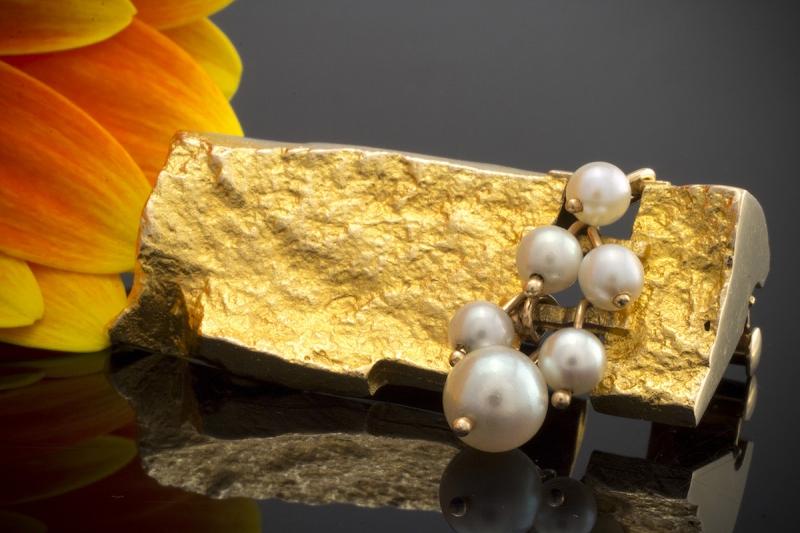 bj rn weckstr m brosche nadel mit perlen in 585er. Black Bedroom Furniture Sets. Home Design Ideas