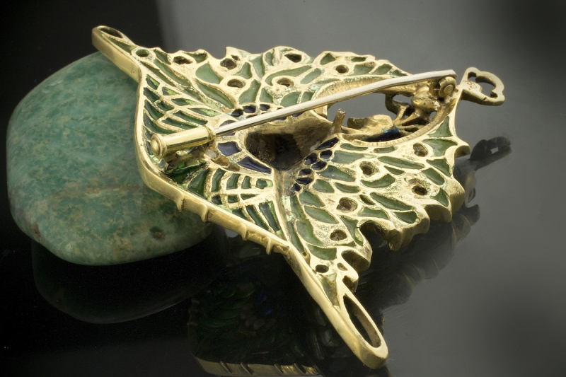 schmuck antike brosche nadel pfau tier motiv mit emaille opal perlen 750er gold ebay. Black Bedroom Furniture Sets. Home Design Ideas