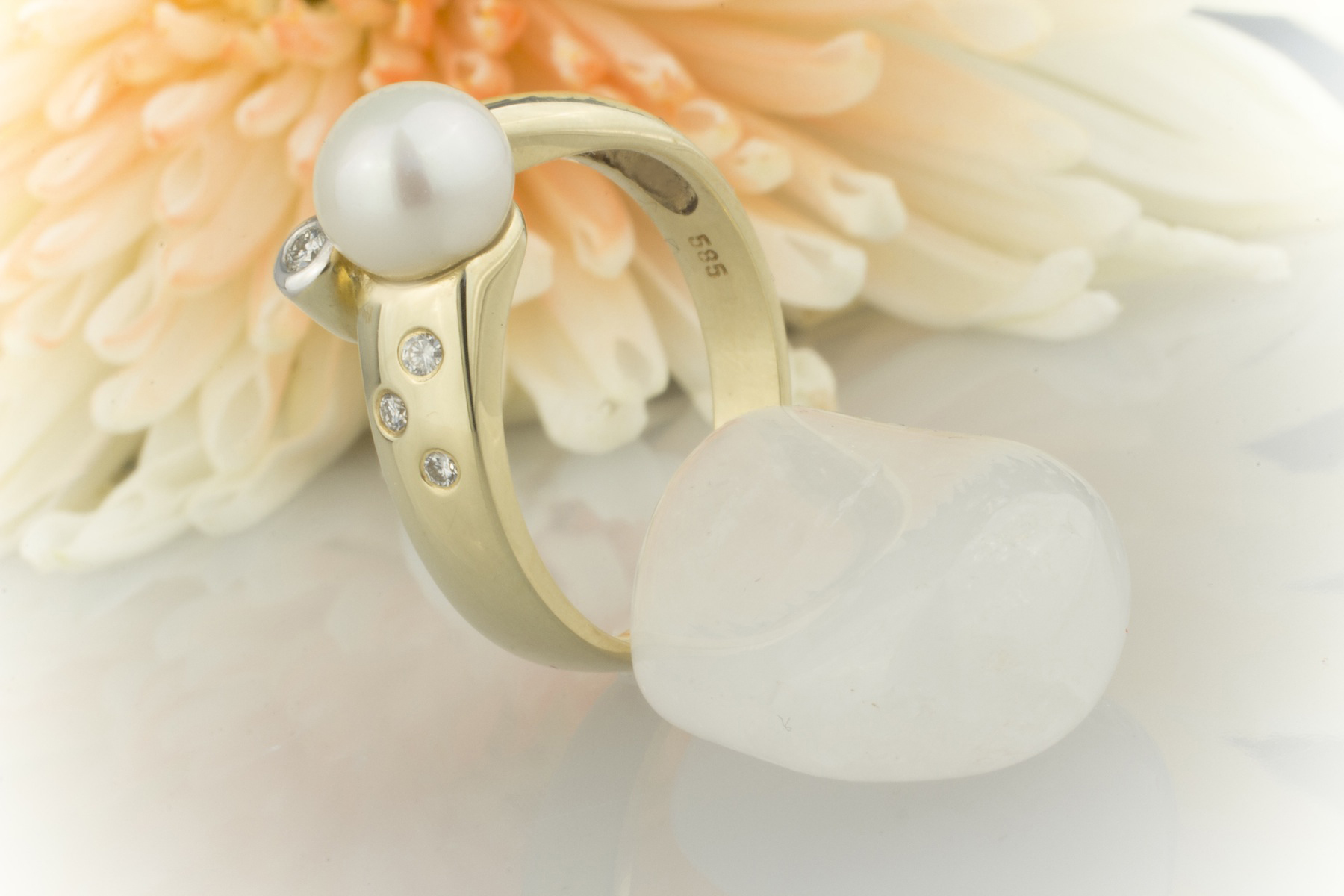 schmuckgebiet shop ring sonderaktion sch ner perlen ring mit brillanten 585 gold 14 karat. Black Bedroom Furniture Sets. Home Design Ideas