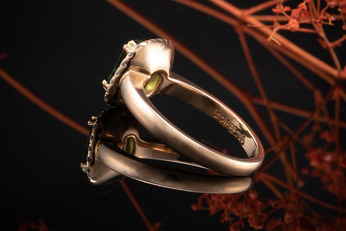 Grüner Turmalin Traum Ring in 750er Rotgold mit feurigen Brillanten
